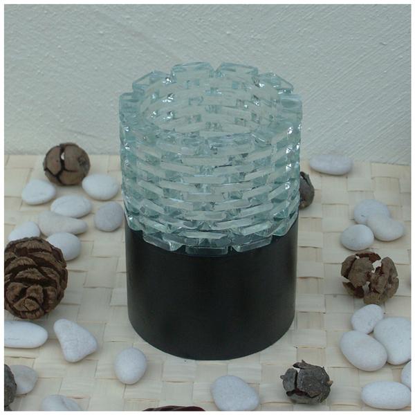 windlicht aus glas auf holzfu gem tlichkeit f r daheim. Black Bedroom Furniture Sets. Home Design Ideas
