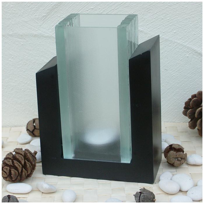 windlicht aus glas in holzhalterung sch nes wohnaccessoire. Black Bedroom Furniture Sets. Home Design Ideas