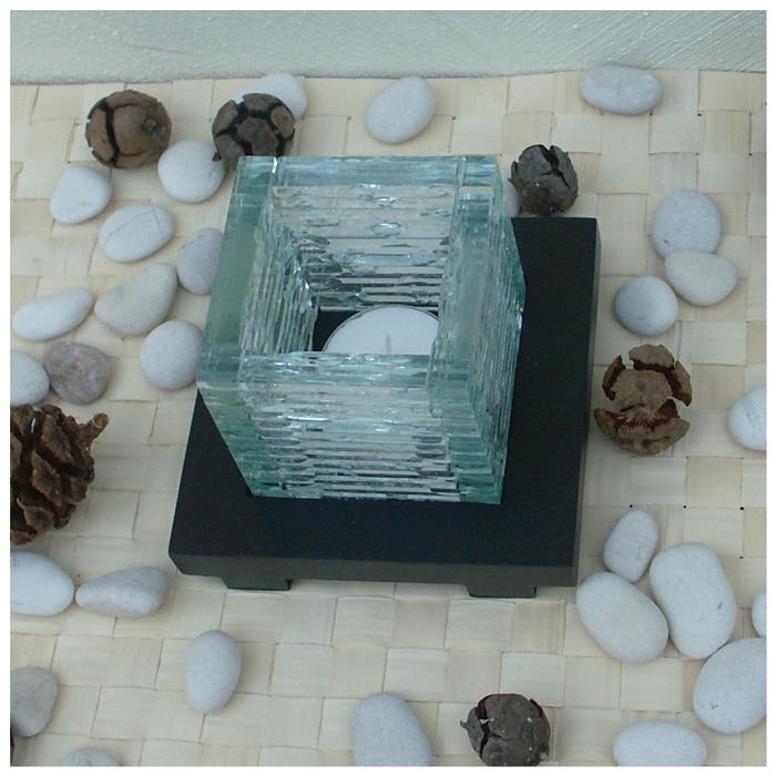 windlicht aus glas auf holzfu sch nes lichtspiel. Black Bedroom Furniture Sets. Home Design Ideas